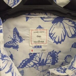 GAP Tops - GAP butterfly print button up
